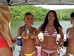 Les partis d' été avec des étudiants déjantés nude