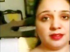Pakistanisch Muslim Ehefrau zeigen behaart Fuddi Vulva und plump Bhosree Cunthole
