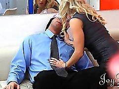 Zwei geile Sekretären liebe Blasen des große Boss