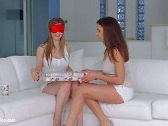 O Natal chegou tarde por Sapphic Erotica Henessy e lésbicas Stella Cox