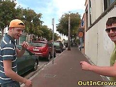 Twink Gay Sucks à la rue partie 2