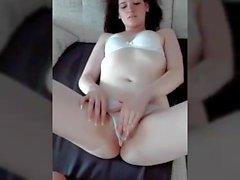 Angelika si diverte con la sua figa