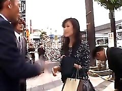 Красивейшая азиатский леди получает взял на улицу и грубая