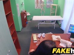 Falsi Medici ospedalieri cazzo di spessore si estende calde portoghesi labbra figa