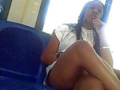 Pernas sensuais no ônibus metro