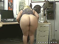 Huge butt twerking on hidden cam