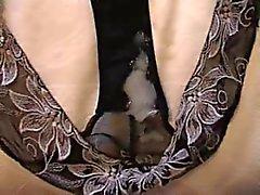 Éjaculer en culotte noire usées de Sandra