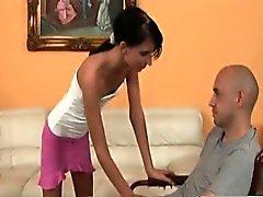 Olah Zsofia knullar en amputerad persons en rullstol