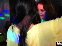 Schöne Club Girls werden hart gefickt