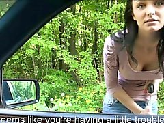 Hiitchhiker adolescente de Belle Claire acuerda para tener sexo en publico