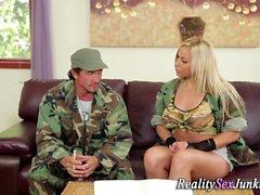 Army pornstar gefickt dong