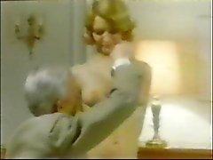 Old Man Jean Villroy recebe um boquete de empregada doméstica ... Wear Tweed