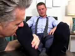 Muscle gay pied avec éjaculation