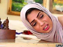 Dagfs Arabic del polluelo de Nadia de Ali Los gustos blancos Gallo