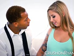 CrushGirls - Ryan si scusa con il suo grande cazzo nero
