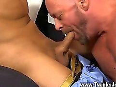 Twink lame des le sexe c'est plus de heureux de partager son meatpipe de lad