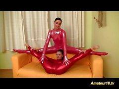 flexi niñas lésbicas frotan del spandex uno al otro