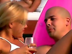 Di partito dilettanti ottengono crespa una festa in spiaggia