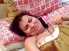 egipcio esposa gordita linda en camisón atractivo