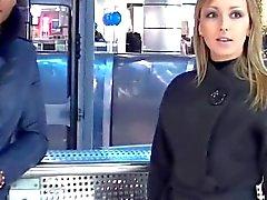 Toilettes publiques baiser Menage à Trois