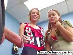 Niet zo Onschuldige schoolmeisjes