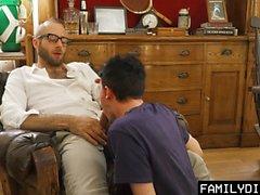 FamilyDick - dolce vecchio papà apre ragazzi Virgin Cherry