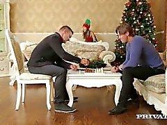 Prosessinuolet Teen Gina ja Gerson Getsissä Pu For Christmas