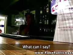 Bargirl обеспечивает , общественная минете