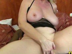 Sexy bionda matura scopata su per il culo dalla BBC