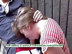 Rachel ondeugende brunette meisje doet pijpbeurt