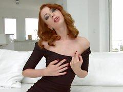 Leyla Peachbloom masturbating on Sapphix