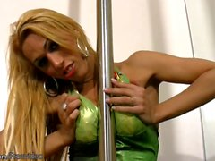 Feminine tgirl with big bubble ass masturbates by the pole