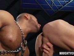 Grosse bite soumise fellation et ejac