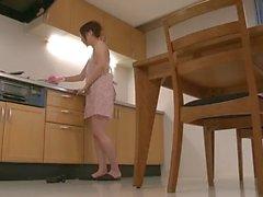 Riko ha un sogno il dildo in cucina ed utilizza i suoi giocattoli di c