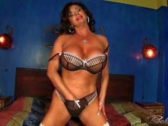 Rachel Aziani strips out of her bra and panties then rubs