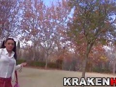 Krakenhot - Studentessa carino provocatoria al parco