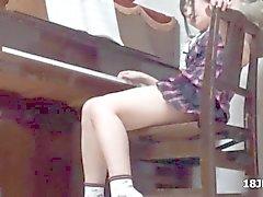 étudiante mignonne Jeune Asiat tâtons par son professeur de piano