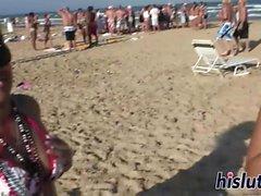 пупсики весело провести время на пляже