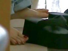 franca diffuse dito Asia sotto il tavolo