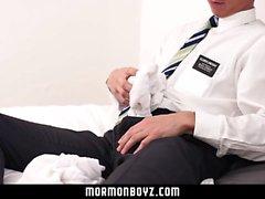 MormonBoyz - Roomate onun buddys iç çamaşırı ile kapalı jerks