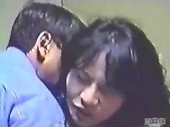 Amatör Asyalı hatun şeritler ve büyük oral seks verir