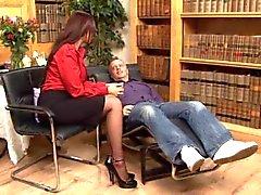 Britânica Emma Bundas vagabunda fodendo em meias pretas