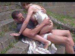 Date de mariage dans le château abandonné