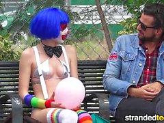 StrandedTeens Грязная клоуна началось активное какой забавного бизнеса