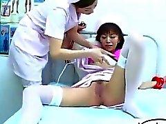 Infermiera Legato alla letto Schizzi Anche Figa che Stimolati con vibratore da parte di altri infermiera dell'ospedale