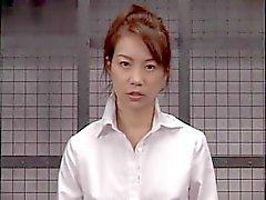 Fiammeggiante bambina giapponese riceve una sborrata facciale dopo forti blowjob