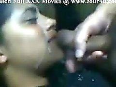Cum op Indisch meisje vriendin gezicht