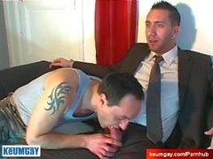 Всему видео: невинна вендор запускается обслуживает его большой петух от девушкой !