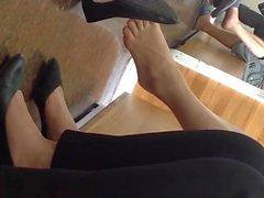 Uppriktig Vietnamesiskt Shoeplay Dangling Fötter