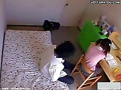 Un tutor pervertido sembró cámaras escondidas